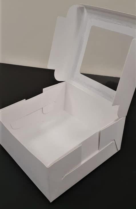 Caja cuadrada con visor abierta